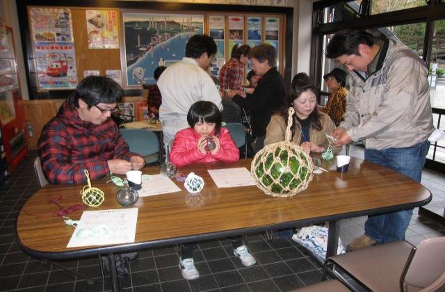 ガラス浮き玉編み体験