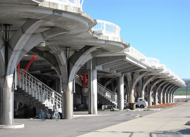 緊急避難用高台人工地盤「望海橋」