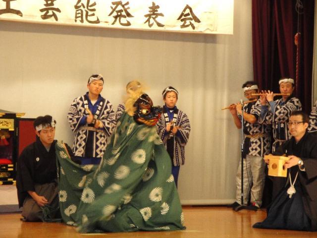 在山野中修行的僧侶古典舞樂能舞