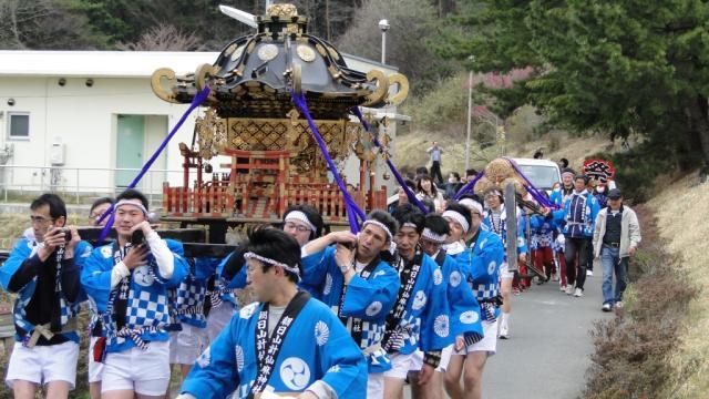朝日山計仙神社神輿渡御
