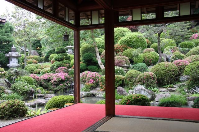 Ex-Emperor Ryuuto Pond spring appreciation-type garden | National ...