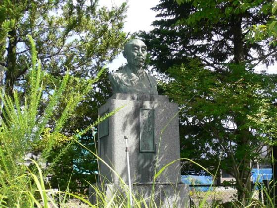 和井内貞行翁銅像