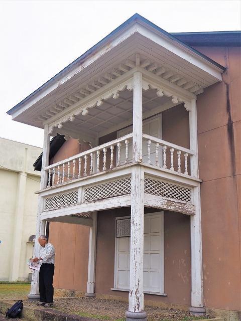 前長崎學校的門口