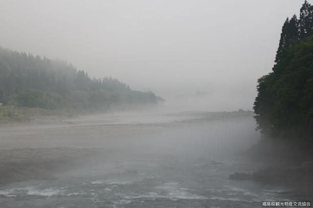 只見川川霧