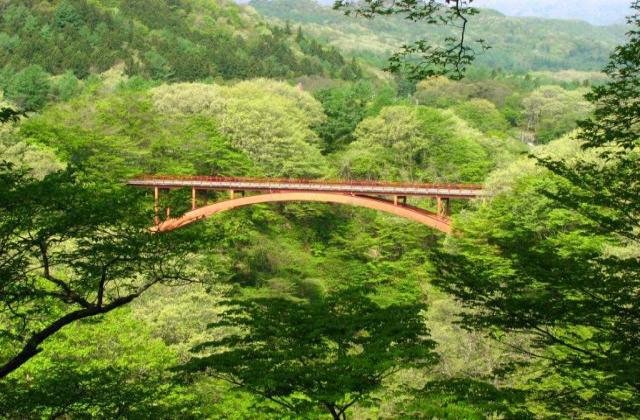 新緑の雪割橋