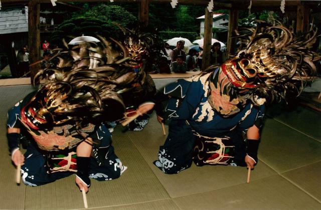 賀蘇山神社例大祭 関白流獅子舞
