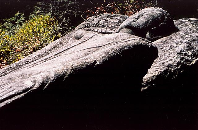 寝釈迦石像