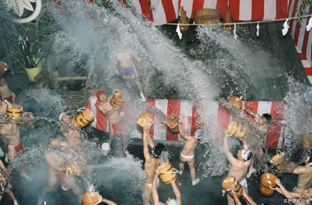 川原湯温泉湯かけ祭り