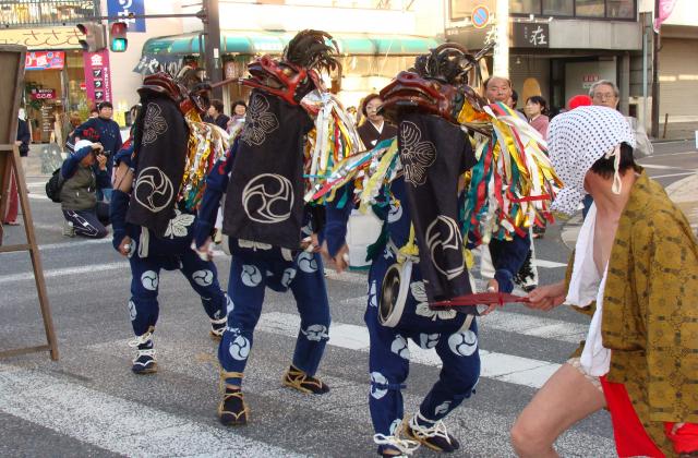 飯能諏訪八幡神社の獅子舞(飯能まつり)