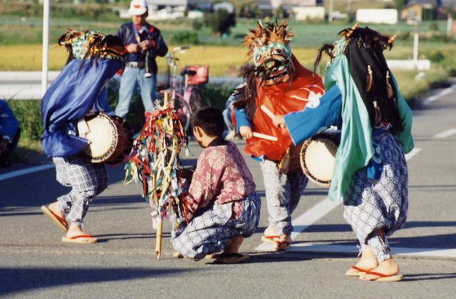 仁手諏訪神社の獅子舞