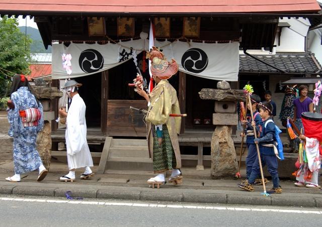 諏訪神社の獅子舞