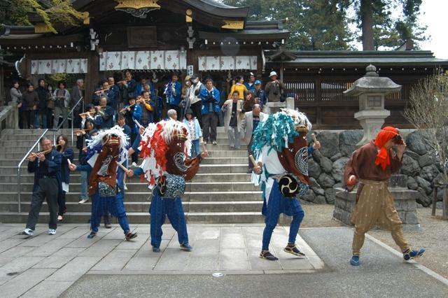 高麗神社の獅子舞