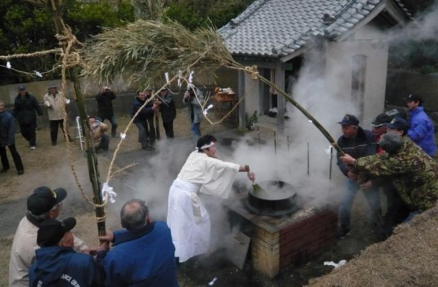 厳島神社の湯立神事
