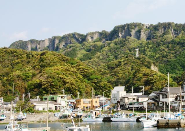漁港からの鋸山