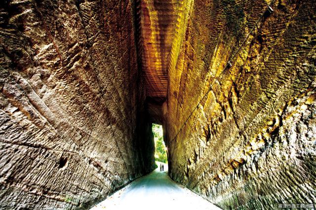 燈籠坂大師の切り通しトンネル