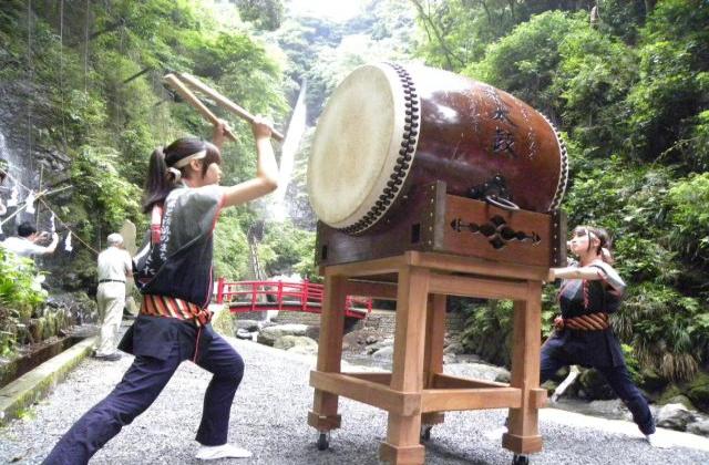 【2020年中止】洒水の滝祭り