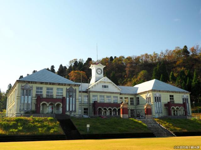 【メルヘン建築】小矢部市教育センター(旧岩尾滝小学校)