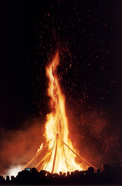 能登島向田の火祭り(納涼祭)