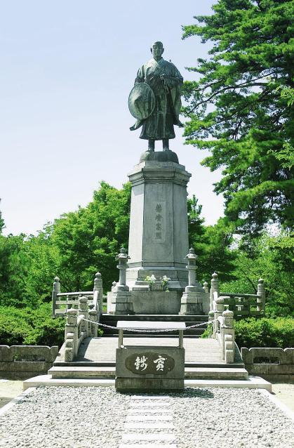 吉崎御坊跡の蓮如上人銅像