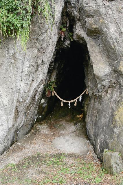 下長谷の洞窟
