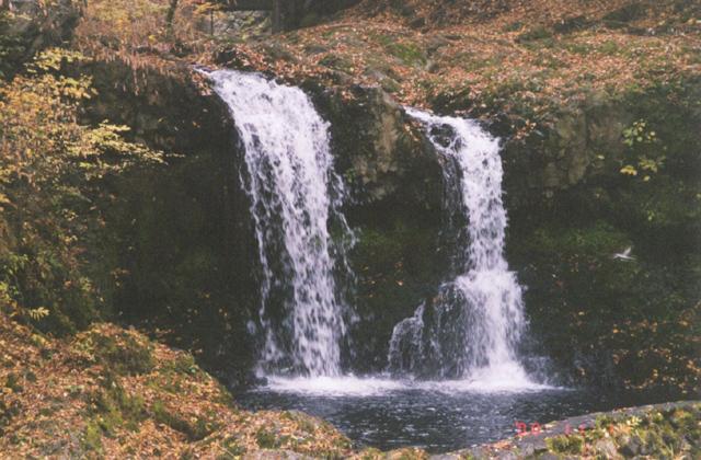 鐘山の滝(小佐野の滝)