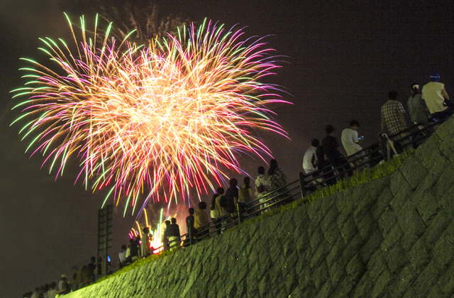 [2020 cancellation] The Fuefuki River prefecture enjoying the cool breeze fireworks festival