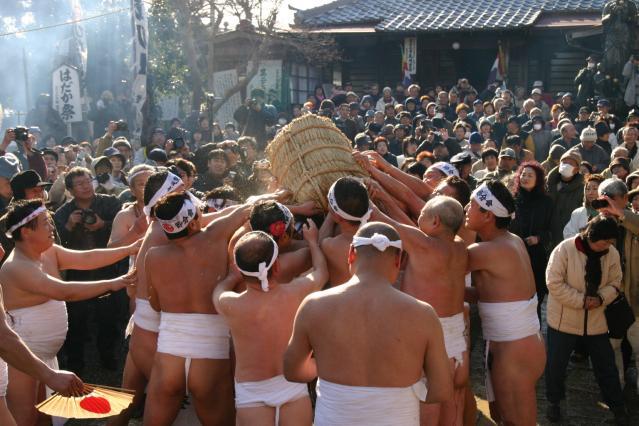 Bean-throwing Hadaka (naked body) Festival