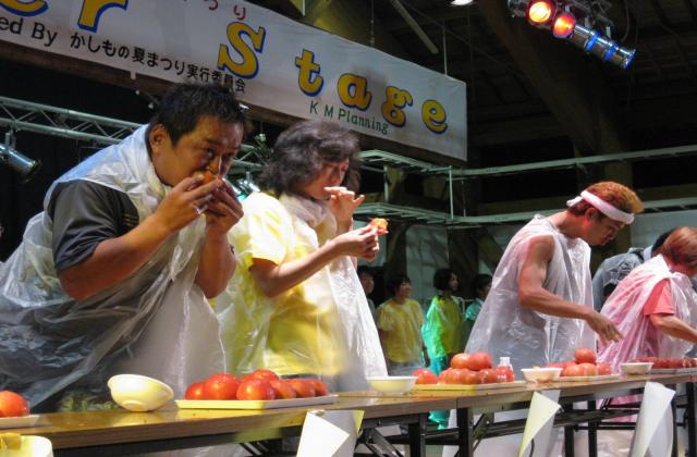 健康ミネラルトマト早食い競争