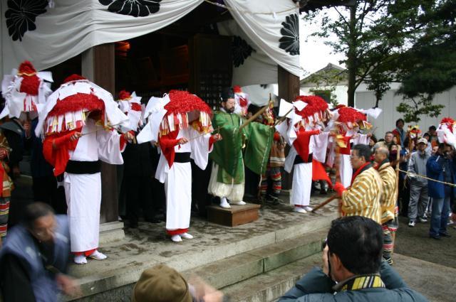 Rice Field God Festival (Hanagasa Festival)