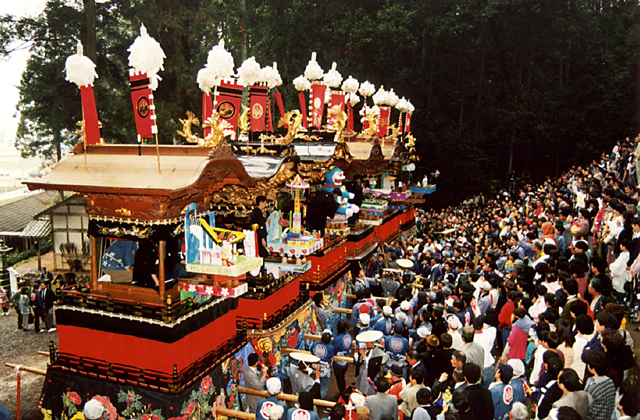 Kutami Festival (Mechanism for Thread Cutting)