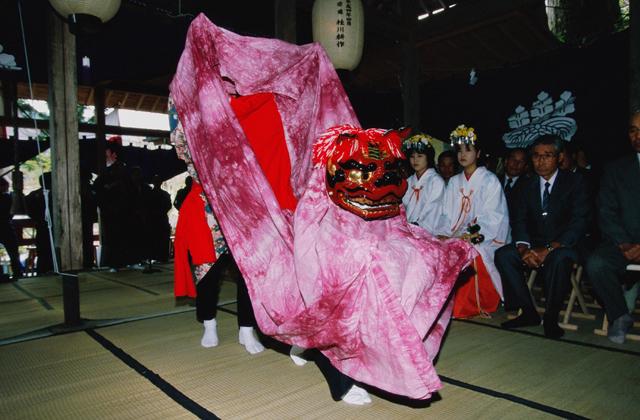子護神社の神楽獅子