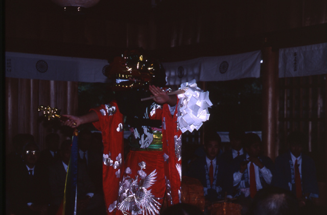 Hakusan ratio me Shrine lion dance