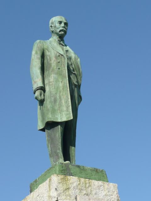 江原素六の銅像
