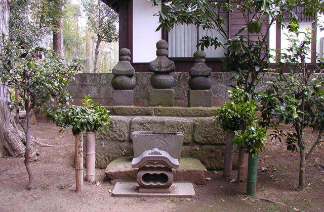 仁田四郎忠常の墓