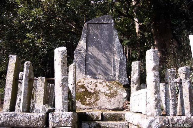 梅原寛重の碑