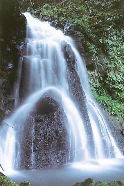 【アクセス道通行禁止のため立ち寄れません】遊女の滝