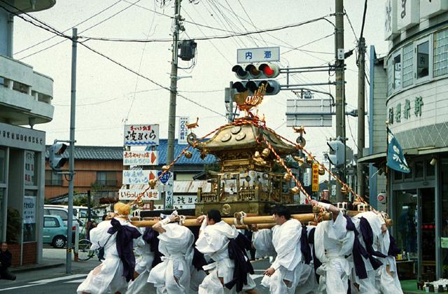 内海の春祭り