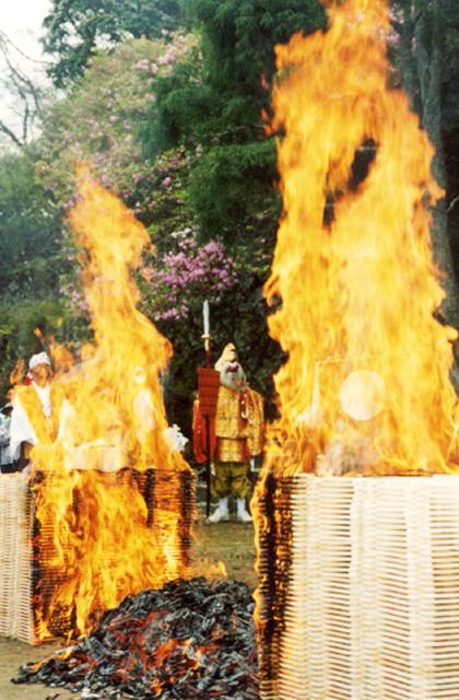 高束山御神火祭