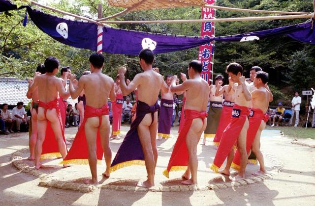 日撫神社の角力踊り