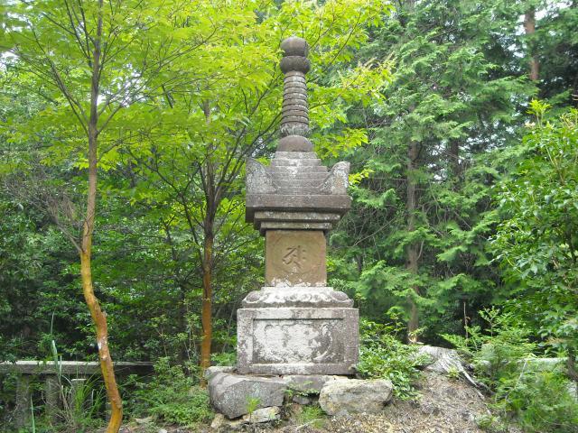 北畠具行卿の墓