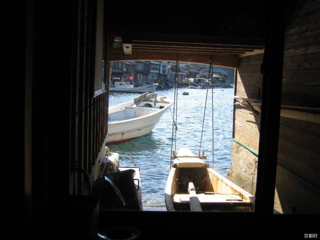 舟屋の中からの風景
