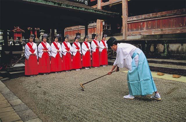 Rice-planting Festival  (Rice-planting Shinto Ritual)