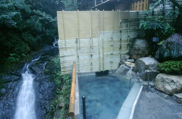 湯泉地温泉「滝の湯」