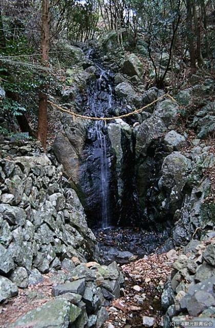 水滝不動尊の景観