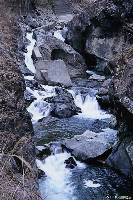 塔的島(瀑布)