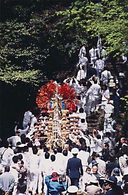 諏訪神社式年柱祭り