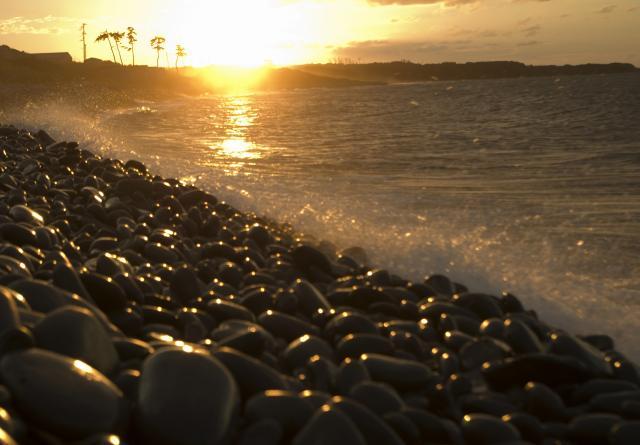 鳴響石頭的海濱