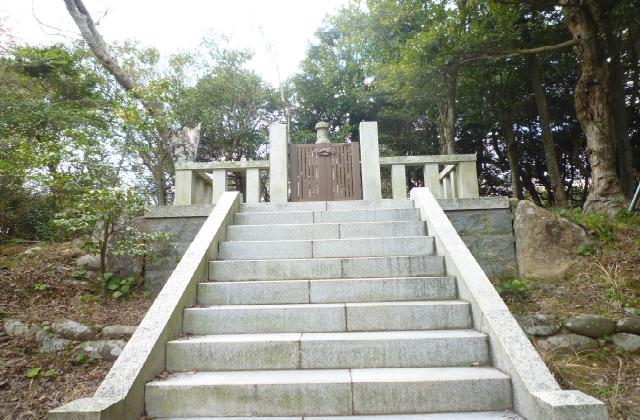 小倉宮教尊王の墓
