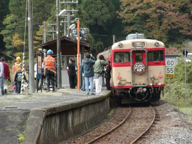看萬萬沒想到緩慢的生活列車(秋天)