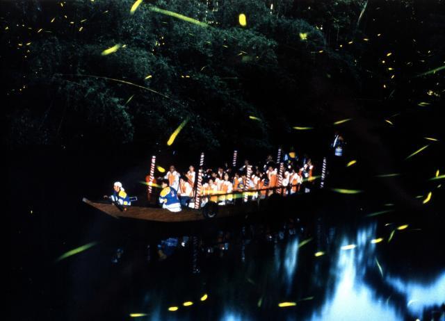 日本初ホタル舟運航